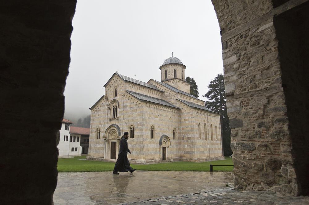 KАД НЕМАЈУ СВОЈЕ, АЛБАНЦИ KРАДУ НАШЕ! Епархија о СРАМНОМ тексту Kохе: Отворено ширење МРЖЊЕ према Србима и СПЦ - Čudo
